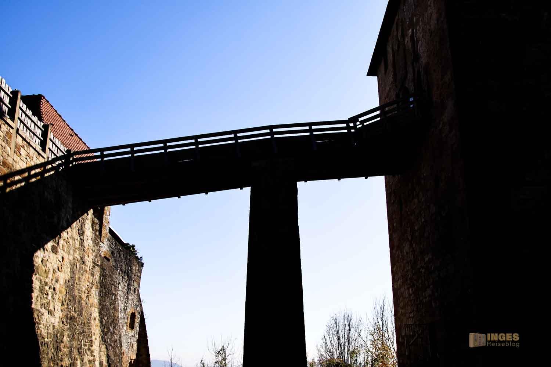 Holzbrücke zur Kernburg Burgruine Hohenrechberg 0115