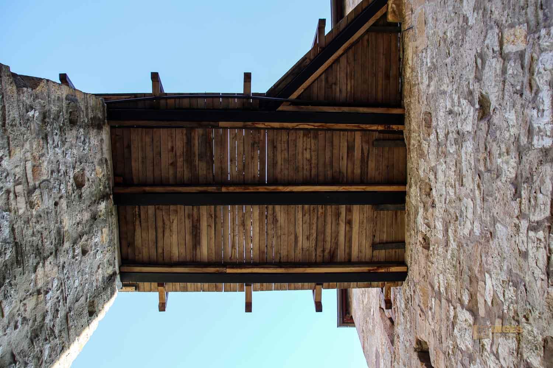 Holzbrücke zur Kernburg Burgruine Hohenrechberg 0299