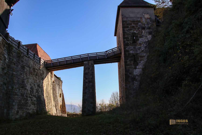 Holzbrücke zur Kernburg Burgruine Hohenrechberg 0309