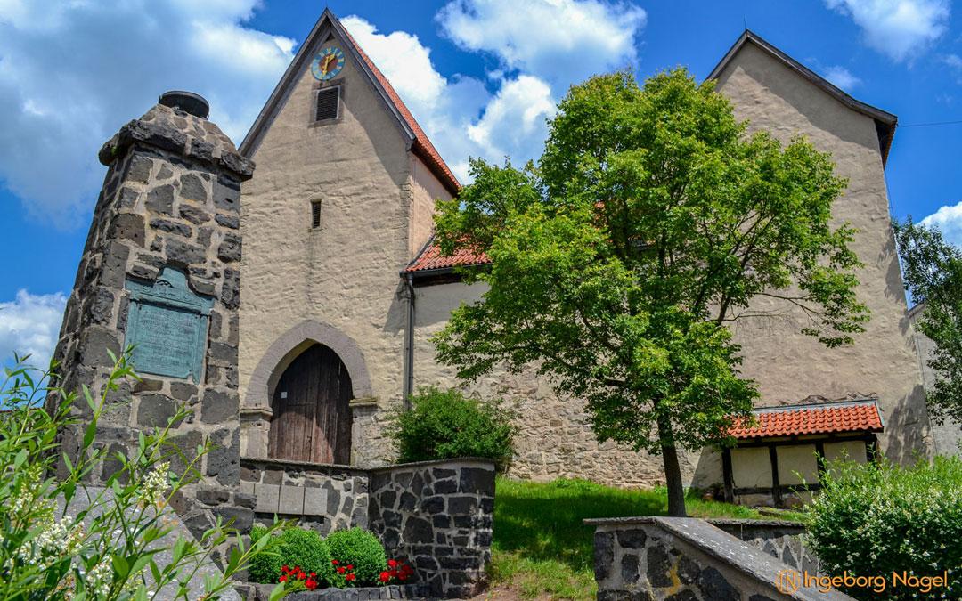 Die Kirchenburg in Serrfeld