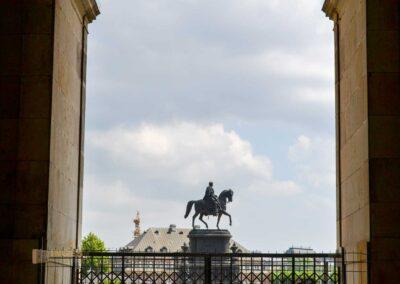 Blick von der Sempergalerie im Zwinger in Dresden