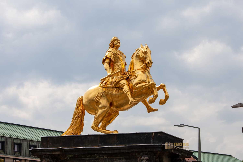 Der Goldene Reiter am Neustädter Markt in Dresden in Großaufnahme