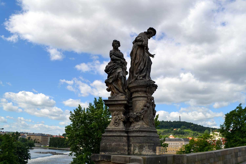 Brückenfiguren auf der Karlsbrücke in Prag