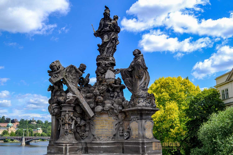Statuen auf der Karlsbrücke in Prag