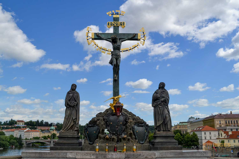 Das Kruzifix auf der Karlsbrücke in Prag