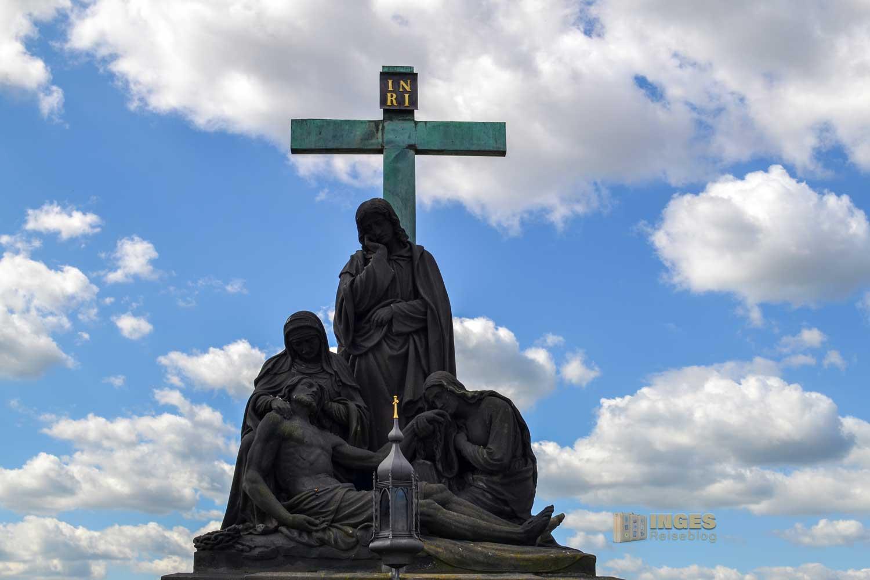Die Pietá auf der Karlsbrücke in Prag