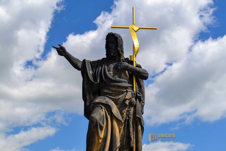 Statue Johannes der Täufer auf der Karlsbrücke