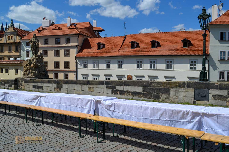 Fest auf der Karlsbrücke in Prag
