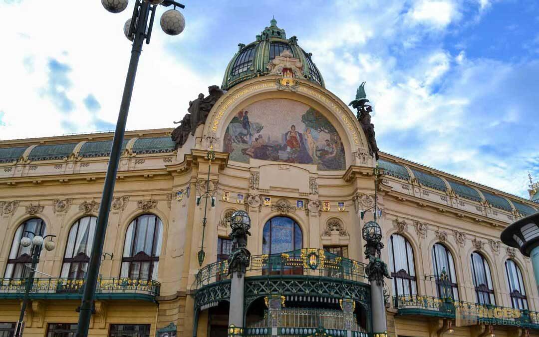 Das Gemeindehaus (Obecní dum) in der Prager Altstadt
