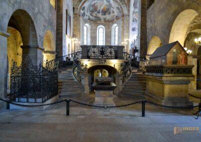 Grabmal Fürst Vratislav I. und Fürst Boleslav II. St.-Georgs-Basilika auf der Prager Burg