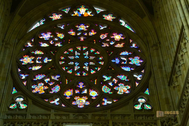 Fensterrosette die Erschaffung der Welt im Veitsdom in Prag