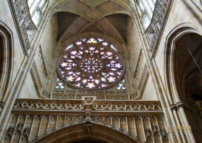 Rosettenfenster die Erschaffung der Welt im Veitsdom in Prag