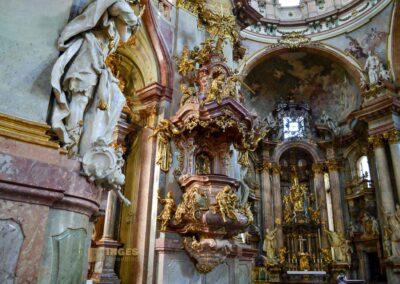 Kanzel in der St.-Nikolaus-Kirche auf der Prager Kleinseite