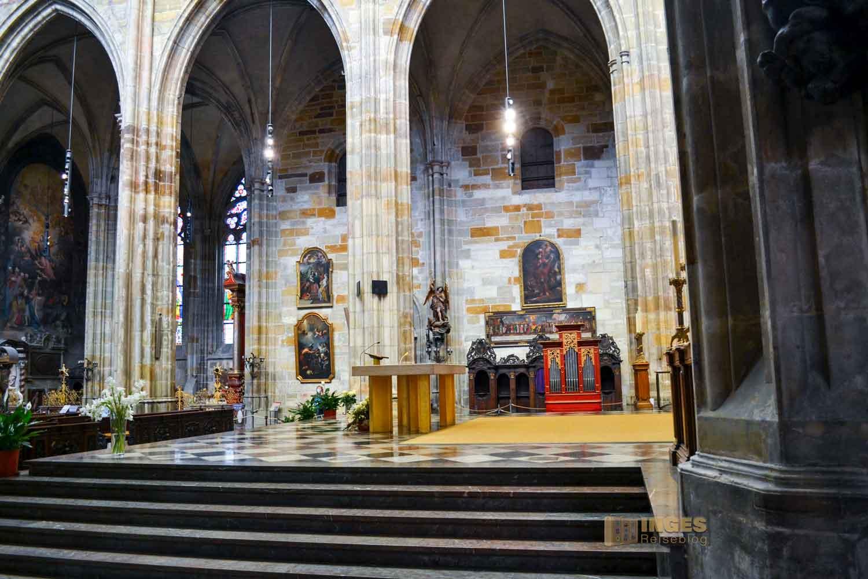 Hauptaltar im Veitsdom in Prag