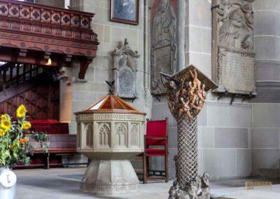 Taufstein und Redepult in der Kirche St. Michael in Schwäbisch Hall