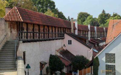 Auf der Stadtmauer in Nördlingen unterwegs