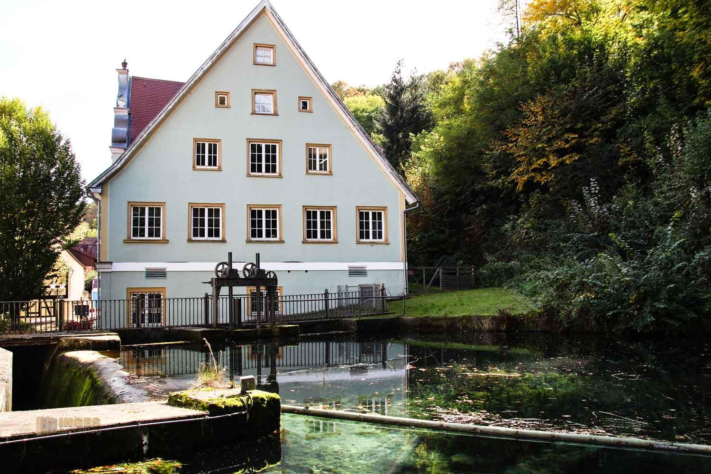 Rathaus und Brenztopf in Königsbronn