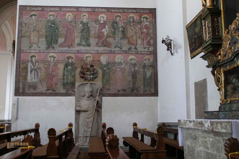 Seitenaltar in der Basilika St. Vitus in Ellwangen
