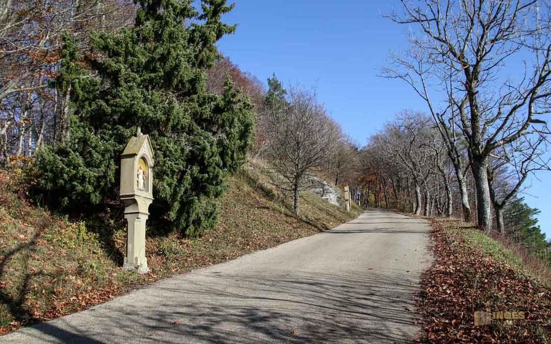 Kreuzweg zur Wallfahrtskirche auf dem Hohenrechberg