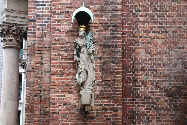 Hl. Katharina an der Kirche St. Katharinen Hamburg 7579