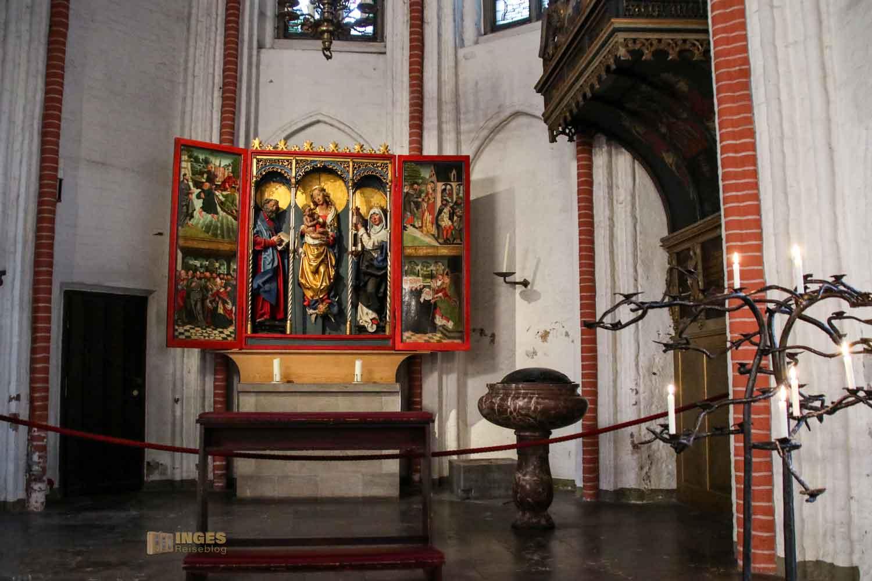 Taufkapelle und Fischeraltar in der Kirche St. Jacobi Hamburg 7140
