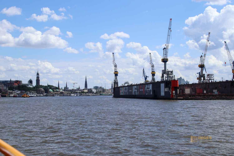 Blick auf Hamburg und seine Türme 9793