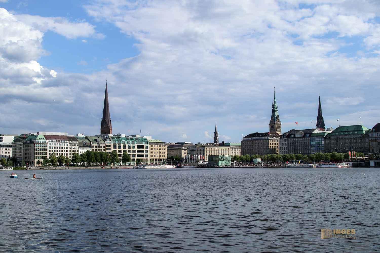 Blick von der Binnenalster auf die Altstadt von Hamburg 0574