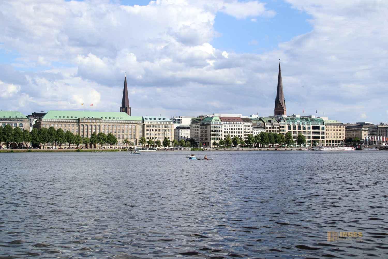 Blick von der Binnenalster auf die Altstadt von Hamburg 0578