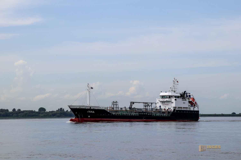 Schifffahrt auf der Elbe bei Hamburg 0911
