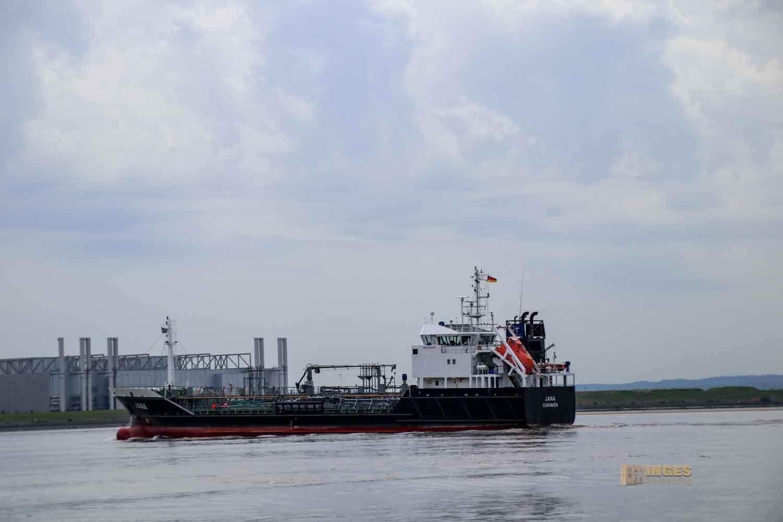 Schifffahrt auf der Elbe bei Hamburg 0927