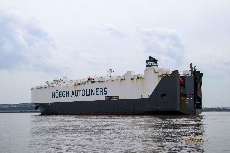 Schifffahrt auf der Elbe bei Hamburg 1001