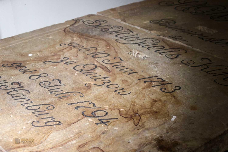 Sonnin-Grab in der Krypta im Michel Hamburg 8576